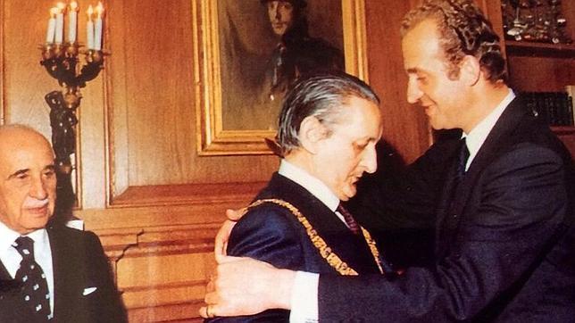 El Rey impone el Toisón de Oro a Fernández-Miranda