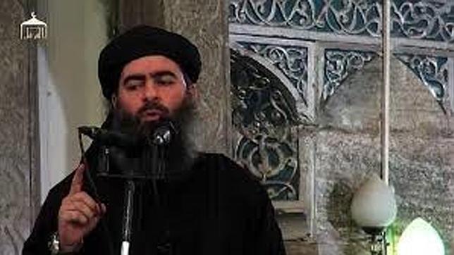 Al Bagdadi, en una de sus escasas apariciones en público, en una mezquita de Mosul