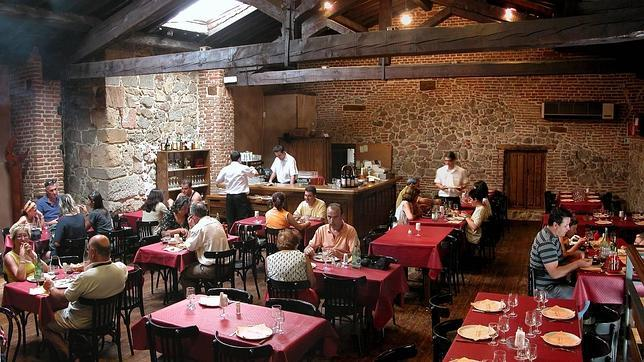 Diez comedores con una poderosa arquitectura en castilla y for Comedores castilla y leon