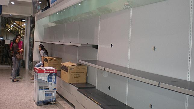 Venezuela agota sus reservas de alimentos y bienes básicos