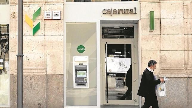 La falta de negocio bancario en cinco viejas cajas reabre for Oficinas unicaja cordoba