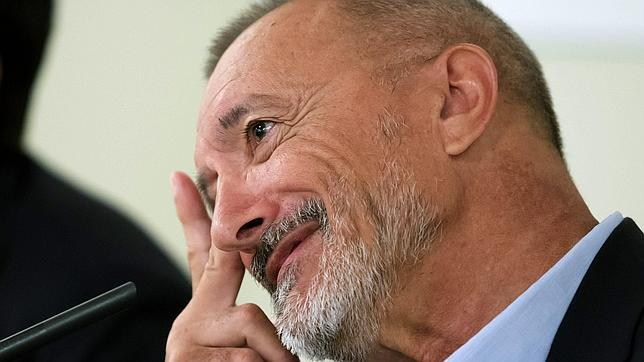 Pérez-Reverte: «No estudiamos a los hombres buenos»