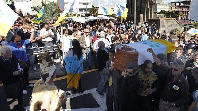 El entierro de Antonio Cubillo, en diciembre de 2012