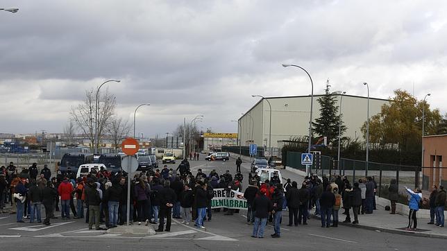 Una de las múltiples concentraciones que han tenido lugar contra el cierre de la planta de Fuenlabrada