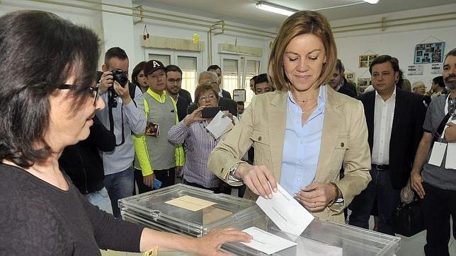 Cospedal ejerce su derecho de voto en Albacete
