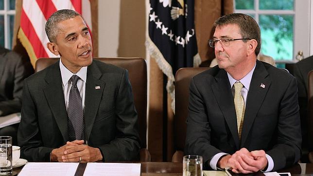 Obama y su ministro de Defensa, Ashton Carter, hablan a la prensa el pasado día 21 en la Casa Blanca