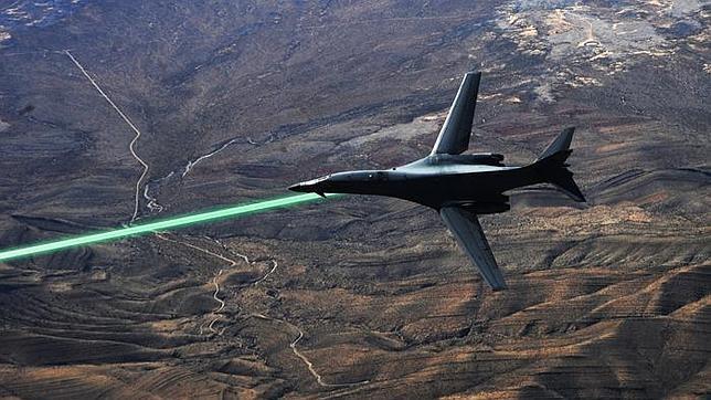 Recreación DE las pruebas de campo del sistema de arma láser, conocido como HELLADS