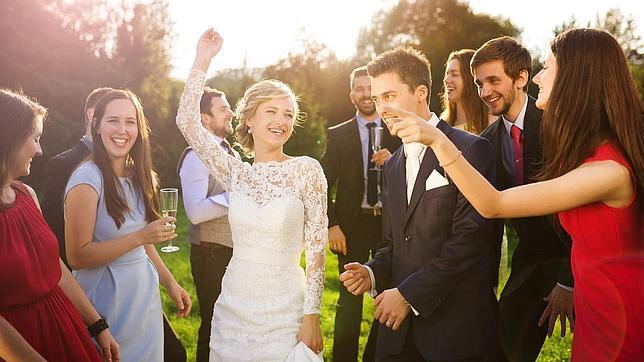 Qu regalar en una boda bautizo o comuni n para no for Que poner en los banos de una boda