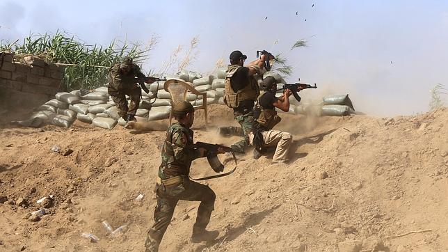 Miembros del Ejército iraquí luchan contra el Estado Islámico