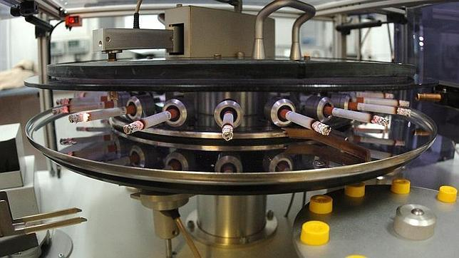 Máquina para analizar los compuestos tóxicos de los cigarrillos