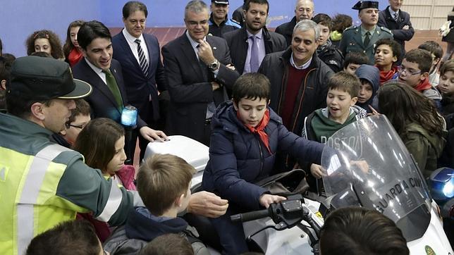 Presentación de una campaña de educación vial infantil en Ames (La Coruña)