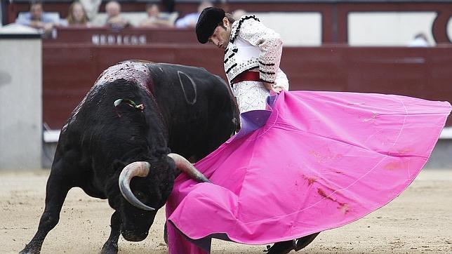 Fernando Robleño remata el quite