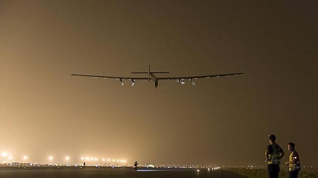 El Solar Impulse II desvía su ruta y aterrizará en Japón debido al mal tiempo
