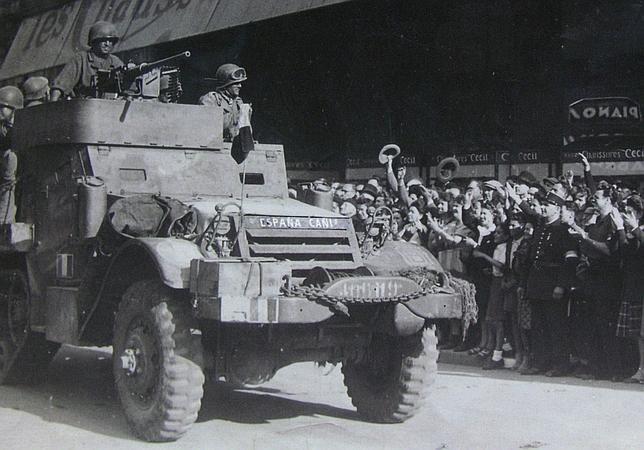 En 1944, varios carros de combate de la «La Nueve» entraron en la capital francesa tras haber combatido a los alemanes en el Día D