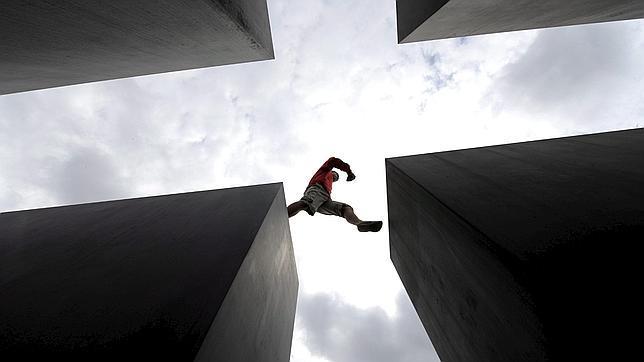 Detalle de la escultura creada por Peter Eisenman en Berlín como homenaje a los judíos asesinados