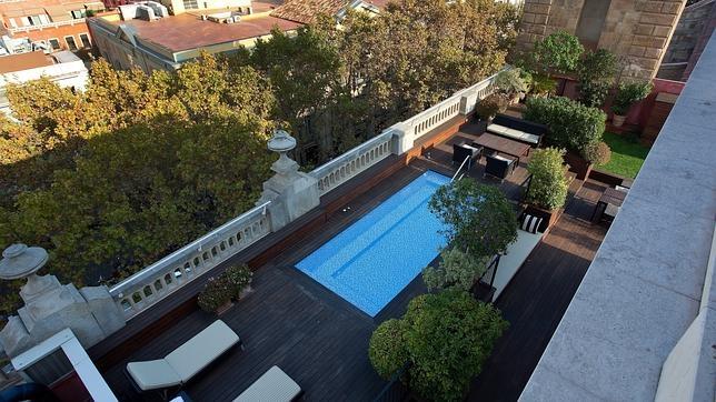 Hoteles en espa a con piscina en la habitaci n for Hotel piscina habitacion