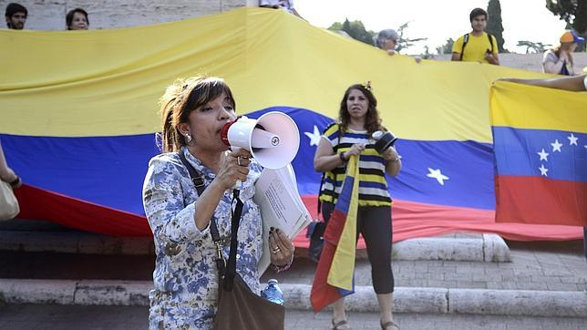 Venezolanos protestan contra Maduro desde Roma