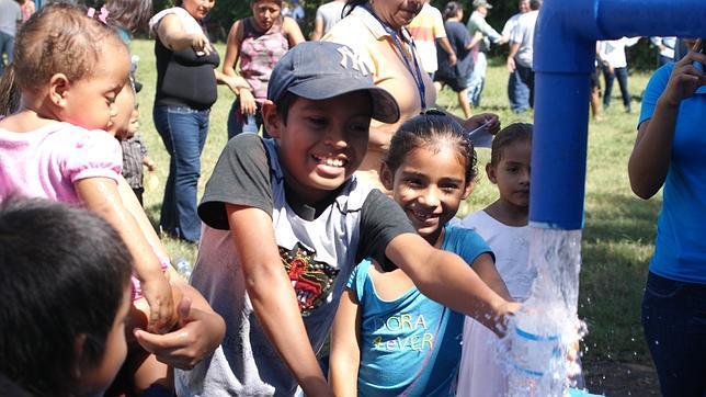 España eleva al 94% la población latinoamericana con agua potable