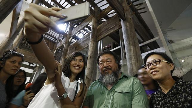 China permite la primera exposición en solitario de Ai Weiwei, el artista rebelde
