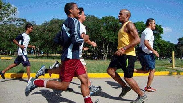 La peligrosa moda del retrorunning o correr de espaldas