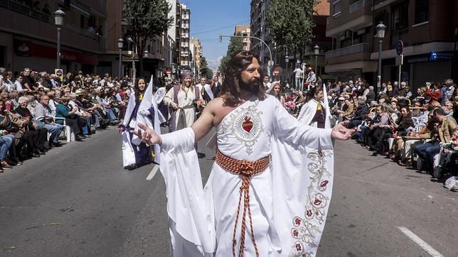 Imagen del «Cristo Resucitado» con el traje por el que ha sido sancionado