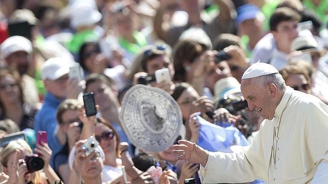 El Papa invita a «educar a los hijos desde pequeños para que sean solidarios con los enfermos»