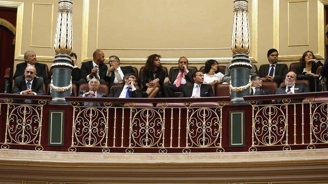 Un grupo de sefaradíes han asisitido hoy desde la tribuna de invitados al pleno del Congreso