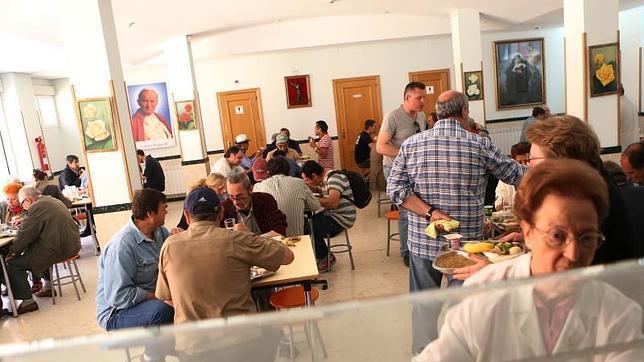 La iglesia casi duplica los centros de ayuda a personas - Comedor social de triana ...