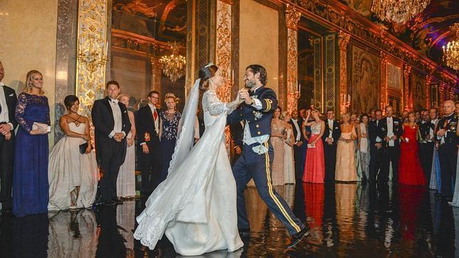 La Princesa Sofía y el Príncipe Carlos Felipe en su primer baile como esposos