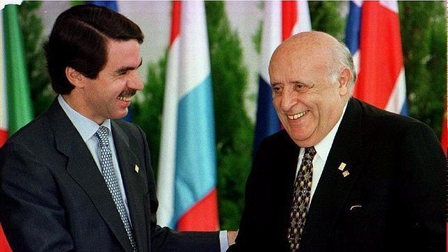 Suleiman Demirel junto a José María Aznar en una imagen de 1997