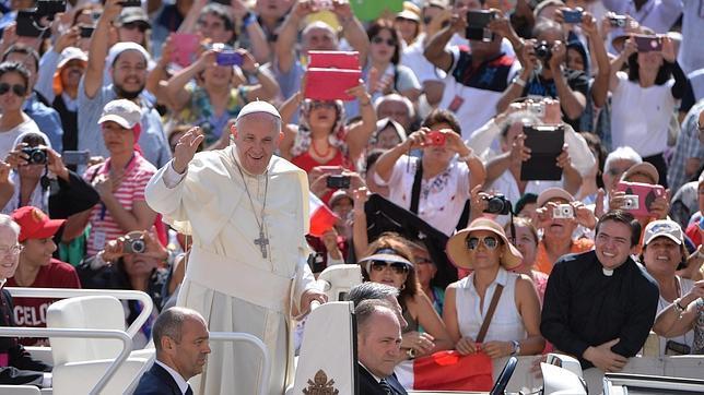 El Papa Franciso en la audiencia general de los miércoles un día antes de publicar la encíclica «Laudato si»