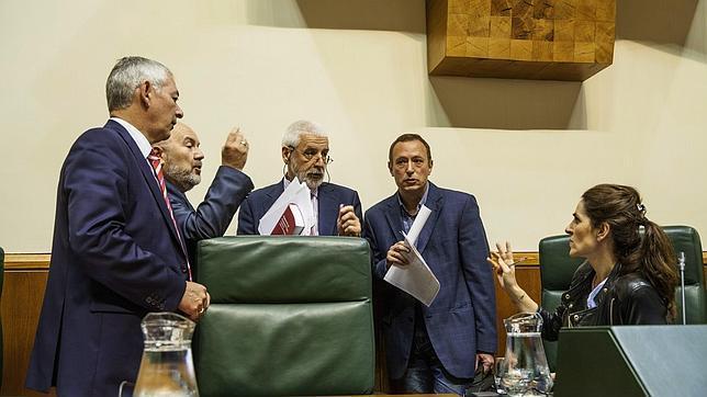 Imagen de archivo de una sesión en el Parlamento vasco