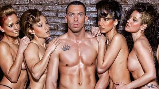 Alberto Isla Protagoniza Su Primer Desnudo Integral
