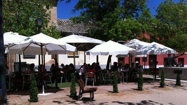 La plaza Juan de Mariana, lugar en encuentro y tapeo en Toledo