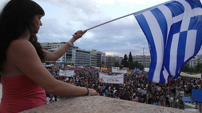 Miles de griegos salen a la calle para apoyar a Tsipras antes de la cumbre de la UE