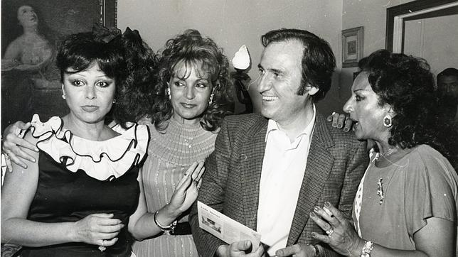 Marujita Díaz (izquierda), junto a Lola Flores, Carmen Sevilla y Manolo Escobar