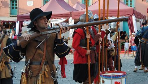 Así se disparaba un arcabuz de los Tercios españoles