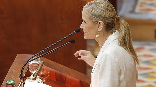 La candidata del PP a la Asamblea, Cristina Cifuentes, durante la  segunda sesión del debate de investidura en la Asamblea de Madrid