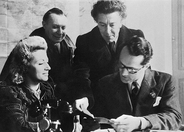 De dcha. a izqda. Varian Fry, André Breton, André Masson y Jacqueline, esposa de Breton