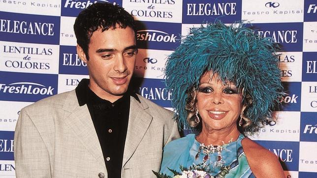 Marujita Díaz y Dinio en 2001