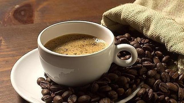 Cinco tazas de café al día reducen en más del 20% el riesgo cardiovascular