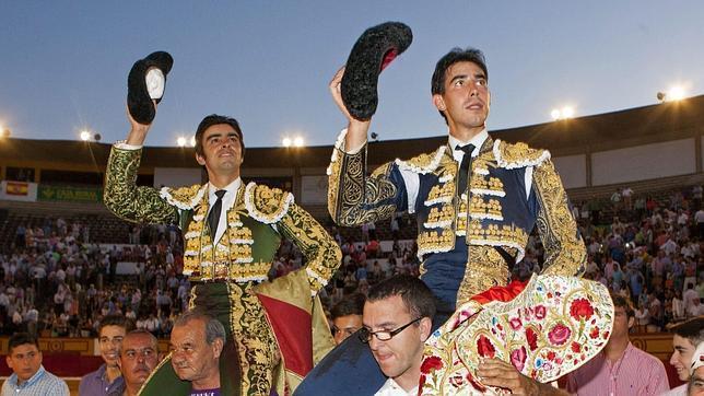 Jiménez Fortes sale a hombros con Perera en su reaparición en Badajoz