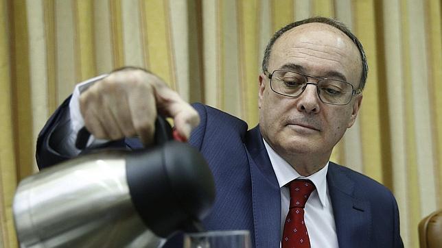 Luis Maria Linde, hoy durante su comparecencia ante la Comisión de Economía y Compitividad del Congreso