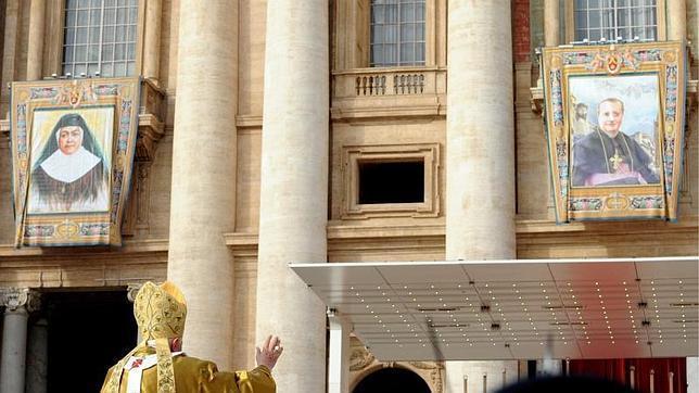 Benedicto XVI presidió la ceremonia de canonización de Bonifacia Rodríguez de Castro en el Vaticano en octubre de 2011