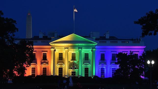 La Casa Blanca se ilumina con la bandera arcoiris para celebrar la aprobación del matrimonio gay