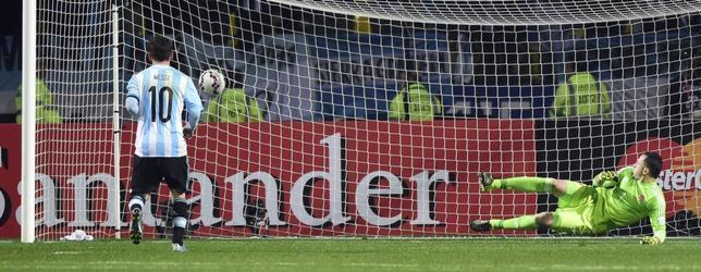 Argentina se salva en los penaltis (5-4)
