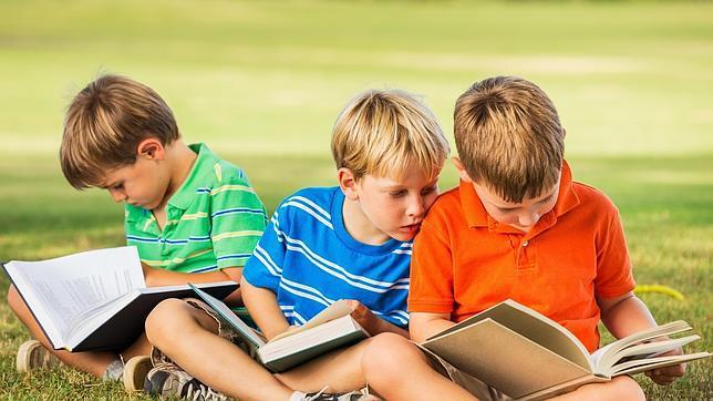 Hay que dejar al alcance de los niños libros que les puedan gustar, de acuerdo a sus aficiones