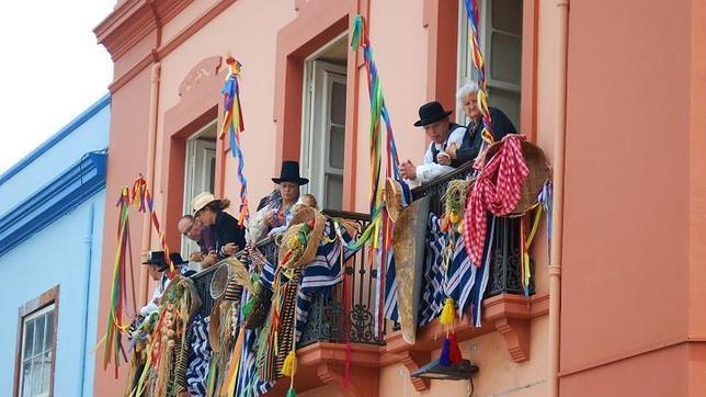 Los balcones, muy engalanados para la ocasión