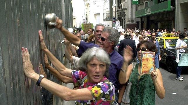 Grupos de ahorradores protestan en Argentina