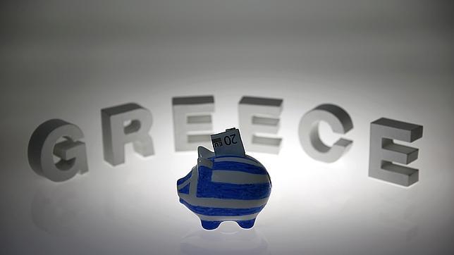 Una hucha con dinero griego